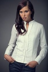 NEW WITH TAG WOMENS SMART WHITE EXCLUSIVE SHIRT SIZE10